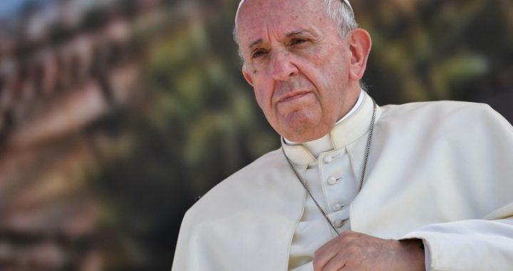 """Franciszek REAGUJE na film Sekielskiego! """"Polscy biskupi już się TRZĘSĄ"""""""