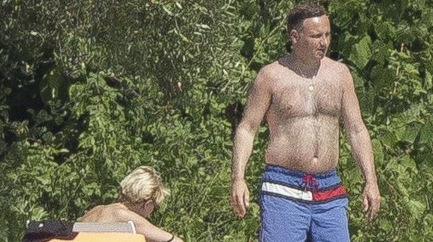 TAK Andrzej Duda traktuje swoją żonę gdy nikt nie patrzy!
