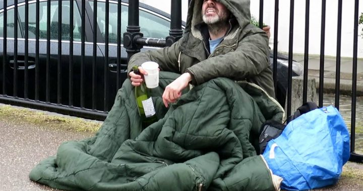 """TYLE zarabiają bezdomni! """"Dziennie spokojnie cztery…"""""""