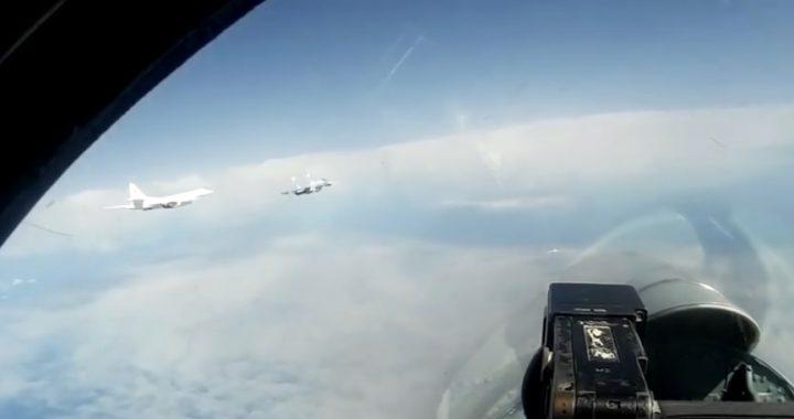 Rosyjskie BOMBOWCE nad morzem Bałtyckim! Myśliwce w akcji!