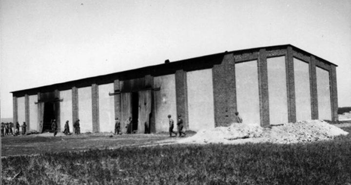 Zapomniana zbrodnia. Miesiąc przed kapitulacją Niemcy spalili w stodole ponad 1000 LUDZI