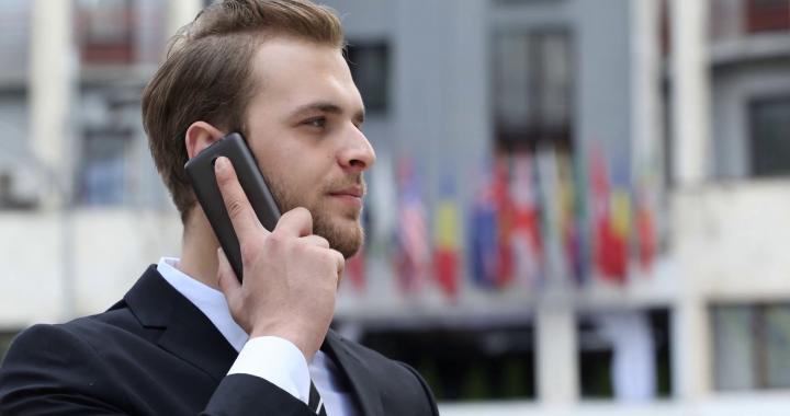 ZAKAZ rozmawiania przez telefon w miejscach publicznych?! Projekt ustawy….