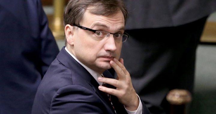 Wotum nieufności zostało odrzucone… Posłowie PiS wybronili ministra sprawiedliwości Zbigniewa Ziobrę.