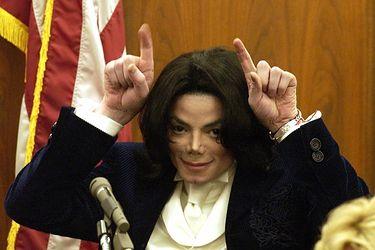 """Ochroniarz Michaela Jacksona wyznaje: """"Pomagaliśmy przemycić dziewczyny do jego pokoju."""""""