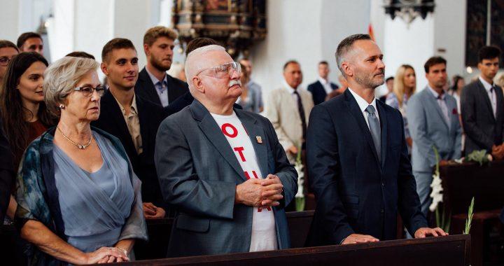 Lech Wałęsa POŚLUBIŁ 40 latkę! Wcześniej zaszła z nim w CIĄŻĘ.