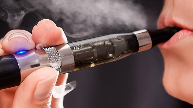 Pierwszy kraj zakazał sprzedaży e-papierosów