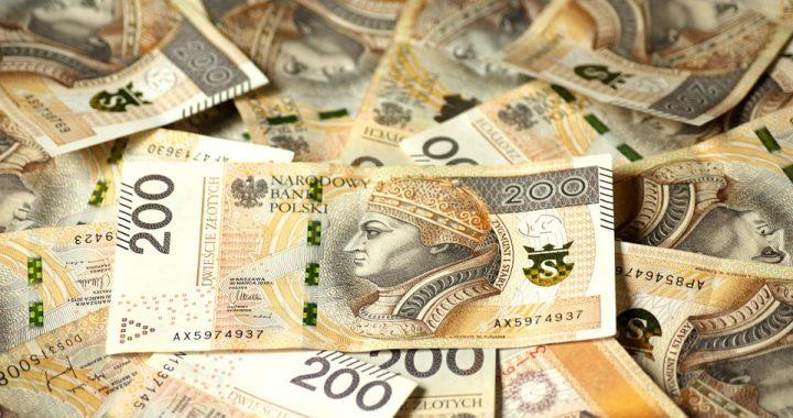 ZABRAKŁO pieniędzy na 500 plus. Warszawiacy mogą NIE OTRZYMAĆ świadczeń!