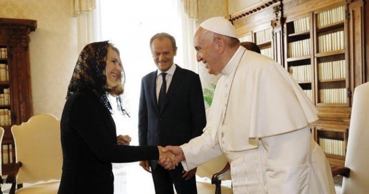 Tusk u papieża Franciszka! Naprawdę DAŁ TO Ojcu Świętemu.