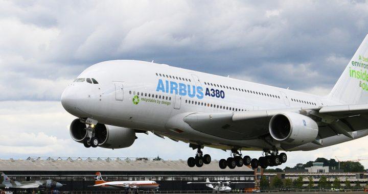 Pasażerowie przeżyli horror na lotnisku! Silnik samolotu zaczął (…)!