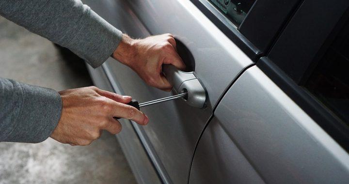 W ten sposób złodzieje OKRADAJĄ Twój samochód! Gdy Ty nic nie podejrzewasz, oni…