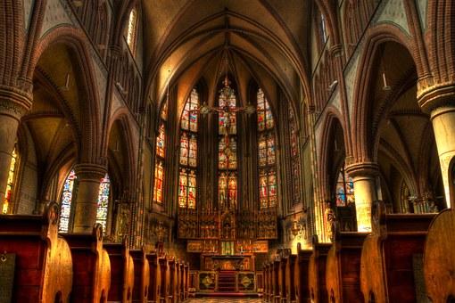TAK niedzielny zakaz handlu wpłynął na ilość osób w kościele!