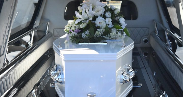 Horror na pogrzebie 20-latka! Kiedy wkładano go do trumny zaczął się (…)!