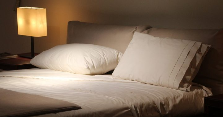 Dlaczego wspólny wieczór i własna sypialnia to podstawa udanego związku?