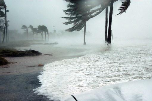 HURAGAN LORENZO kieruje się do Europy! Porywy wiatru sięgają do…[VIDEO]