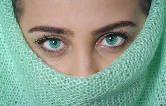 Głębokie spojrzenie w oczy zdradza wiele! Oto 5 rzeczy, które możesz wyczytać z oczu!