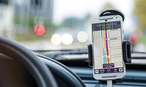 Tłumaczy się, że tak ją kierował GPS! Kobieta skręciła prosto w….