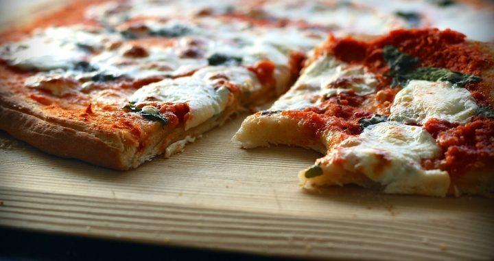 Możesz jeść PIZZĘ będąc na diecie. Wystarczy, że wymienisz JEDEN składnik…