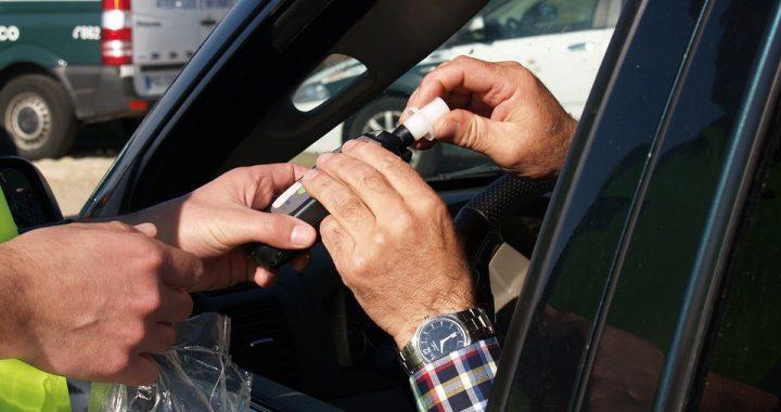 Kraśnik: Nietypowy finał zatrzymania pijanego kierowcy! Chciał oszukać alkomat jedząc (…)!