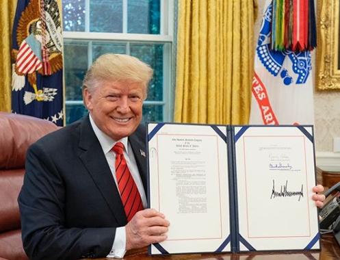 Trump chce chronić Amerykę! Na czarnej liście umieścił Huawei!