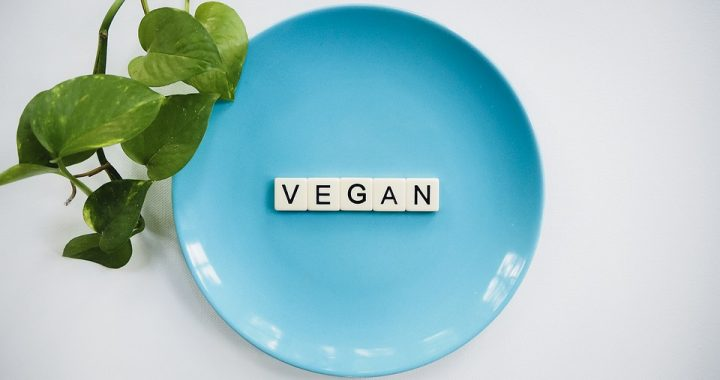 Coraz więcej osób przechodzi na weganizm. Czy to zdrowe?