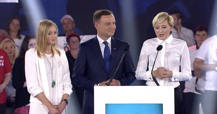 TYLE zarobi córka Andrzeja Dudy! Dostała pracę w…
