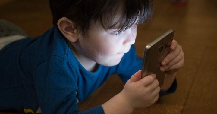 Cierpi na nią co trzecie dziecko w Polsce! Wszystkiemu winne smartfony!