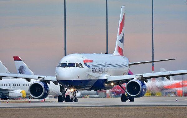 Skandal w samolocie! Pasażerka poczekała, aż osoba przed nią zaśnie, żeby…