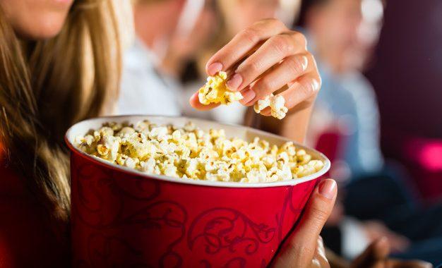 Z popcornem na film? W TYCH polskich kinach wnoszenie jedzenia jest zabronione!