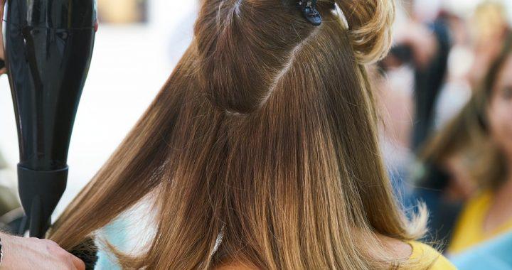 Włosy wypadają Ci garściami? Wiadomo, co jest przyczyną!