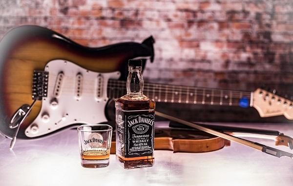 """Whiskey pomaga wyleczyć przeziębienie! Oto przepis na """"Hot Toddy"""""""