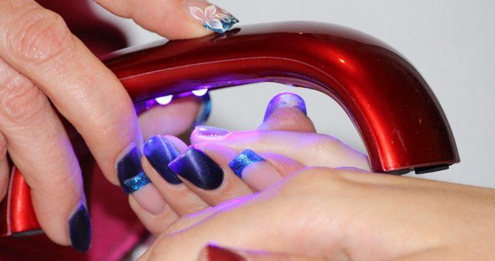 Jesteś fanką lakierów do paznokci? Niektóre z nich powodują poważne problemy zdrowotne!