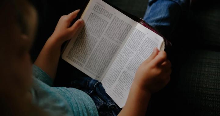 """Książka """"obciachem""""? Jak postrzegają ją nasze dzieci?"""
