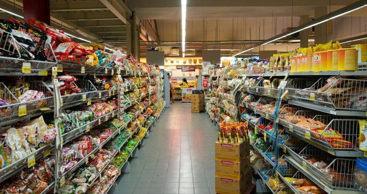 Kiedy zrobisz zakupy w Sylwestra? Godziny otwarcia sklepów.