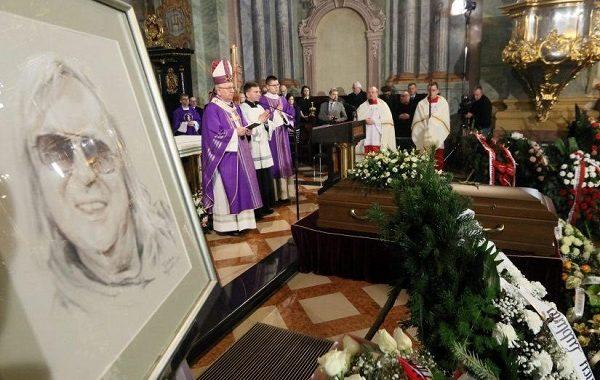 Cugowski nie mógł wytrzymać na pogrzebie Romualda Lipki. Nagle wziął do ręki mikrofon i zaczął…