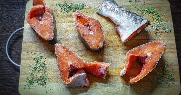 Kupujesz tę rybę?! Uważaj! Producenci bezczelnie nabijają nas w butelkę!
