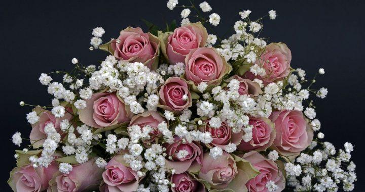 Ta kobieta każdego roku dostaje kwiaty od nieżyjącego męża!