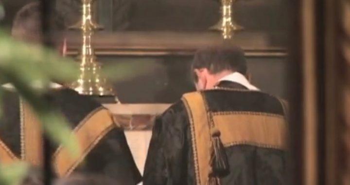 """Wierni zaczęli wychodzić z kościoła po tym jak Ksiądz nazwał kandydata na prezydenta """"pedałem""""!"""