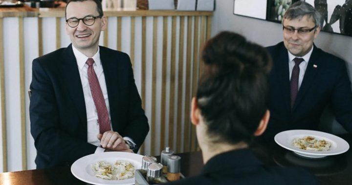 """Rzecznik rządu PRZEPRASZA za Morawieckiego w restauracji. """"Nie wiedział, że tak nie można się zachować"""""""
