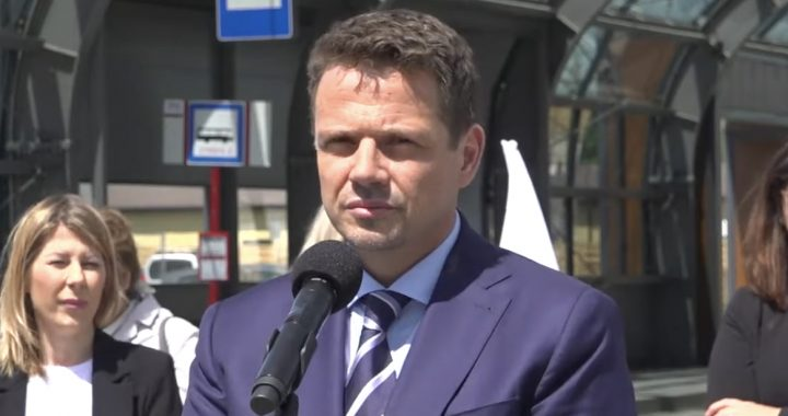 """""""TYLE zarabia prezes nieistniejącego lotniska!"""" Trzaskowski zapowiada KONIEC takich praktyk."""