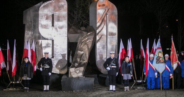 50. rocznica masakry robotników na Wybrzeżu. Trójmiasto oddaje hołd zabitym.