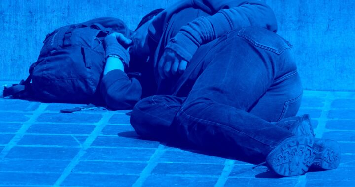 Bezdomni mogą spać w kościele – zdecydował bydgoski proboszcz. Czy wszystkim parafianom to się podoba? (tę informację możesz też posłuchać)