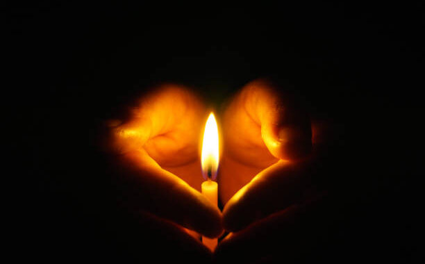"""13 grudnia to dzień modlitw za ofiary stanu wojennego. Weź udział w akcji """"Zapal Światło Wolności""""."""