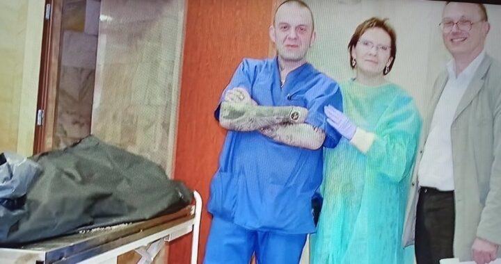 Szokujące zdjęcia Ewy Kopacz z prosektorium w Moskwie ! Uśmiech przy ciałach ofiar !