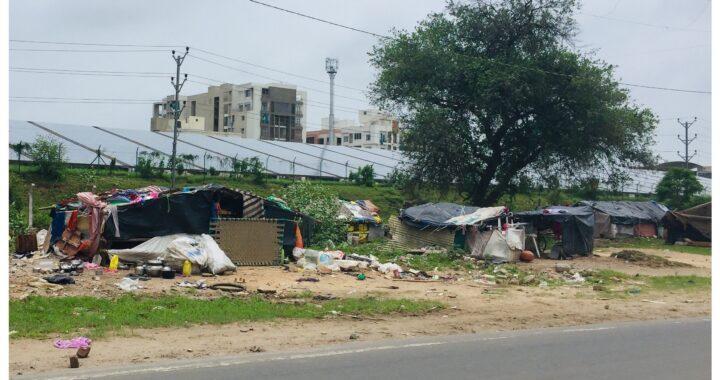 Bezdomna posiada KILKA domów! Dlaczego musi mieszkać w samochodzie?
